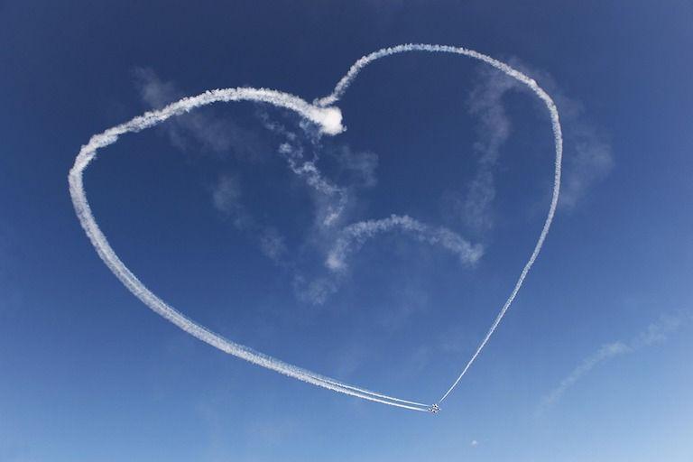 Füsttel rajzolt szív az égen
